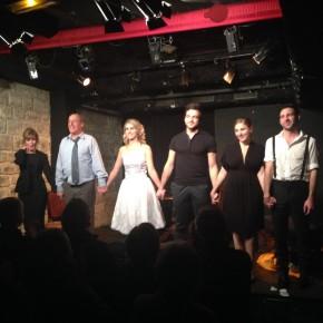 Les acteurs se font applaudir